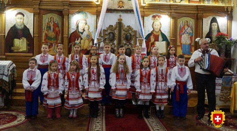 В Острозі виступили шістсот колядників зі всієї України
