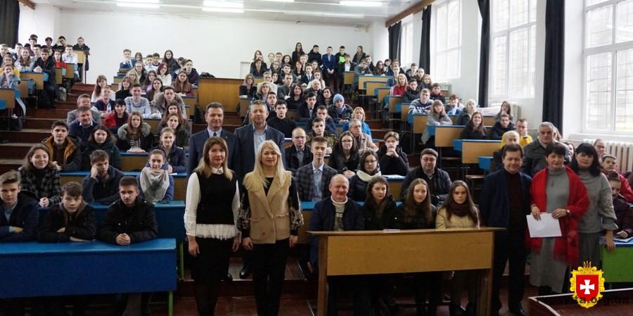 Понад шістсот учнів Рівненщини розпочали захист своїх наукових робіт