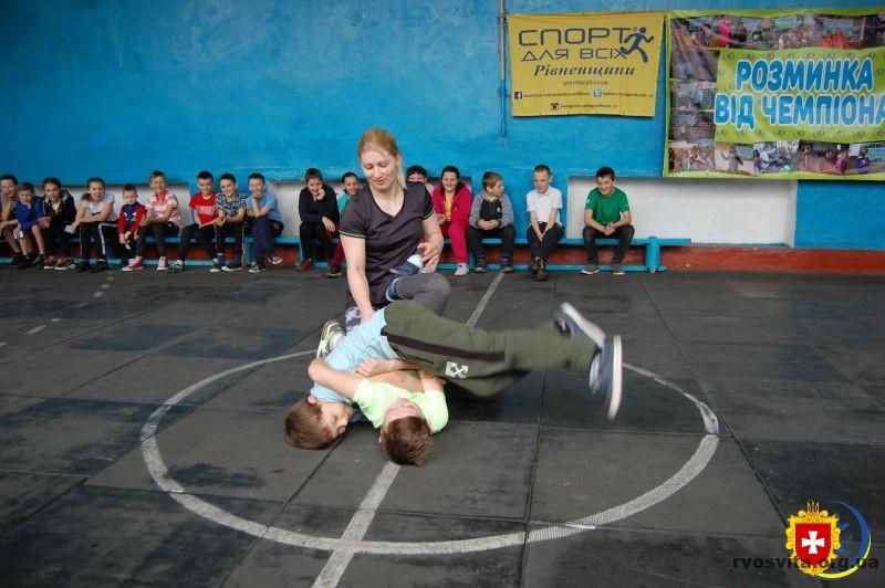 Для підгаєцьких та мильчанських школярів майстер спорту з вільної боротьби Катерина Одинак провела майстер-клас