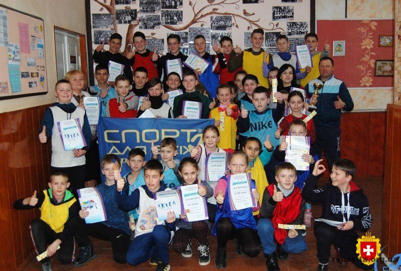 Малолюбашанську гімназію та Мирненський ліцей нагородили за кращі «Олімпійські куточки»
