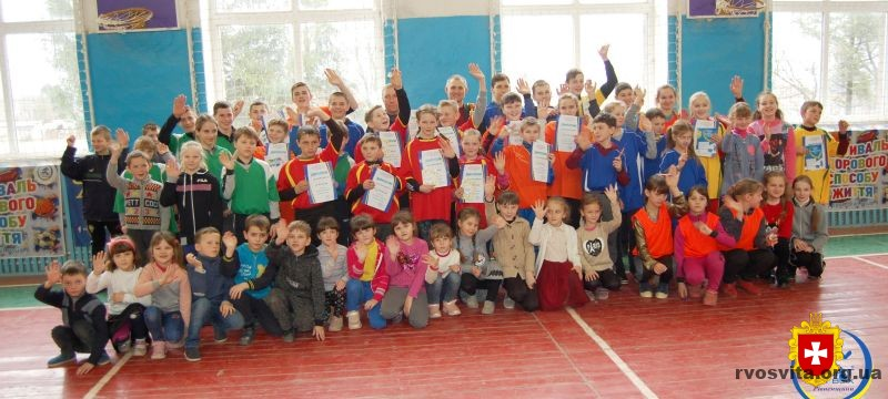 Довгошиївський НВК нагородили за ІІІ місце серед ЗНЗ І-ІІІ ступенів у конкурсі «Олімпійський куточок»
