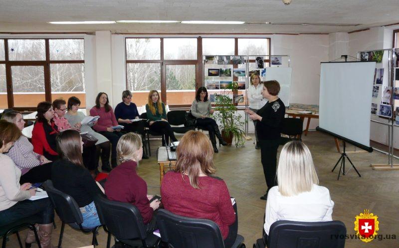 Психологи зі всієї області говорили про арт-терапевтичні техніки в роботі з дітьми