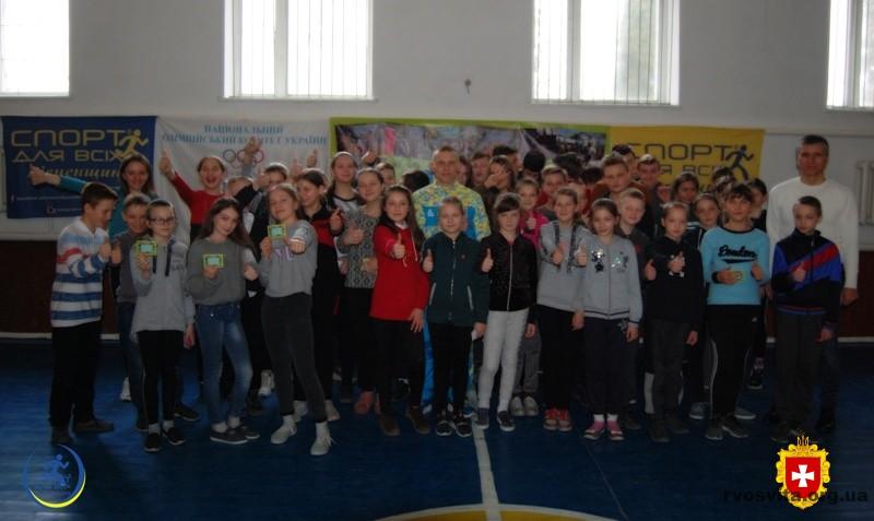 Учні Студянського ліцею поспілкувались із майстром спорту України з веслування на байдарках і каное Богданом Кучмеєм