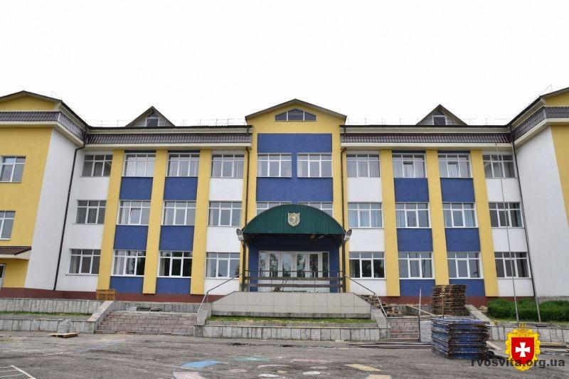 На Дубровиччині реконструюють ліцей