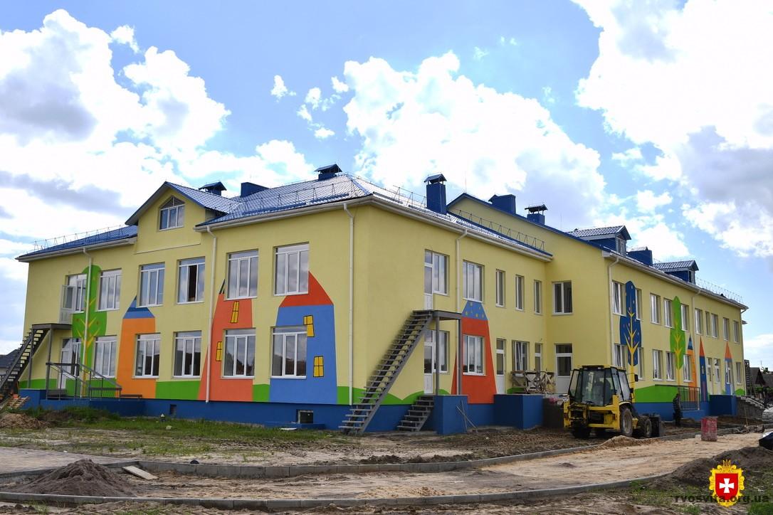 «Велике будівництво»: Віталій Коваль ознайомився із ходом будівництва дитячого садка у Березному