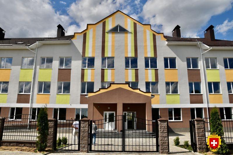 Віталій Коваль проінспектував будівництво школи в Озерцях