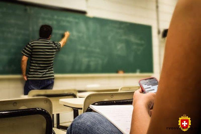 З 1-го вересня навчання у закладах профосвіти відбуватиметься за звичним сценарієм, змішано або дистанційно – роз'яснення МОН