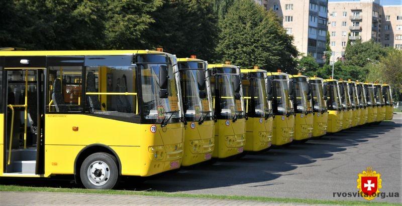 15 шкільних автобусів передали у райони та ОТГ Рівненщини