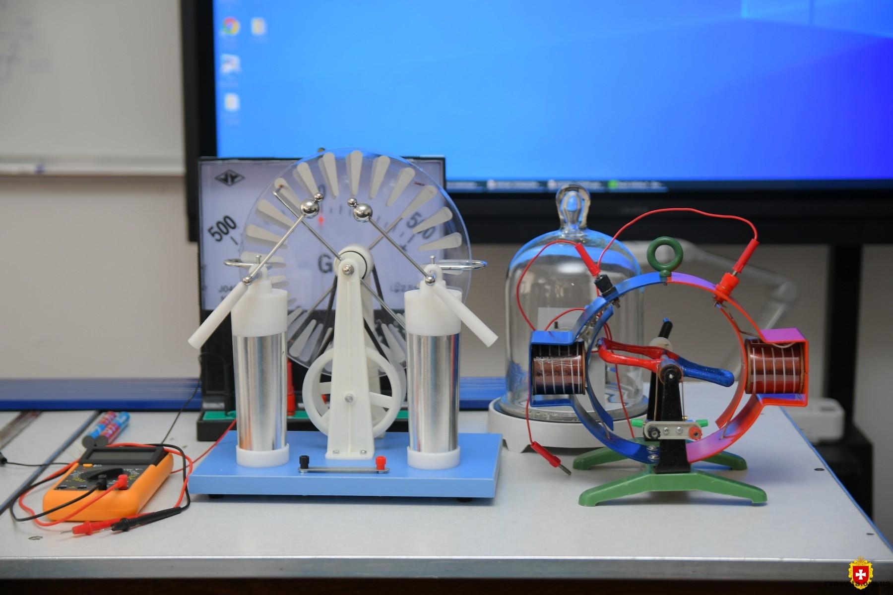 Школярам Рівненщини оновили обладнання у кабінетах фізики, хімії, біології, математики та географії