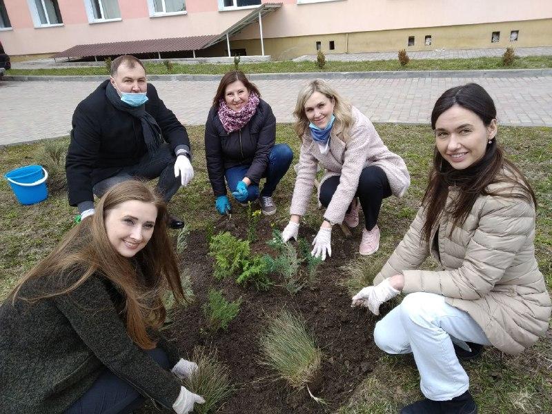 Освітяни Рівненщини долучилися до акції озеленення планети