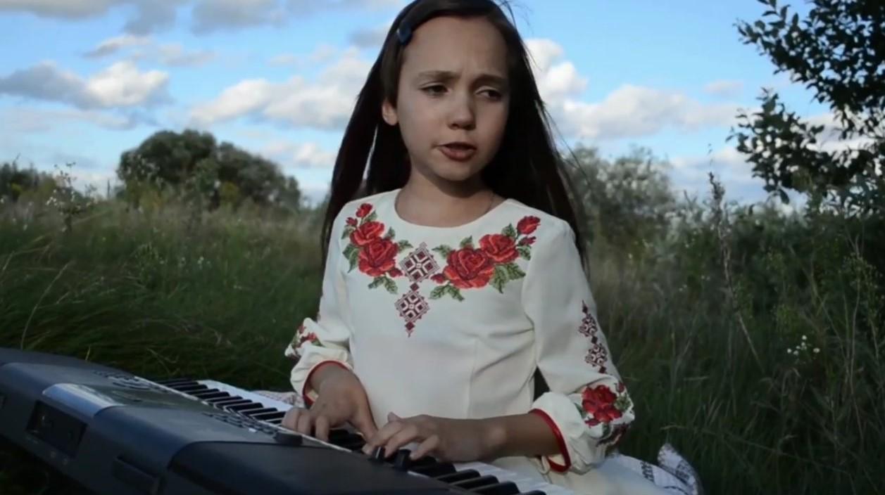 Учениця з Березнівщини виборола право внести 24 серпня Прапор до Верховної ради