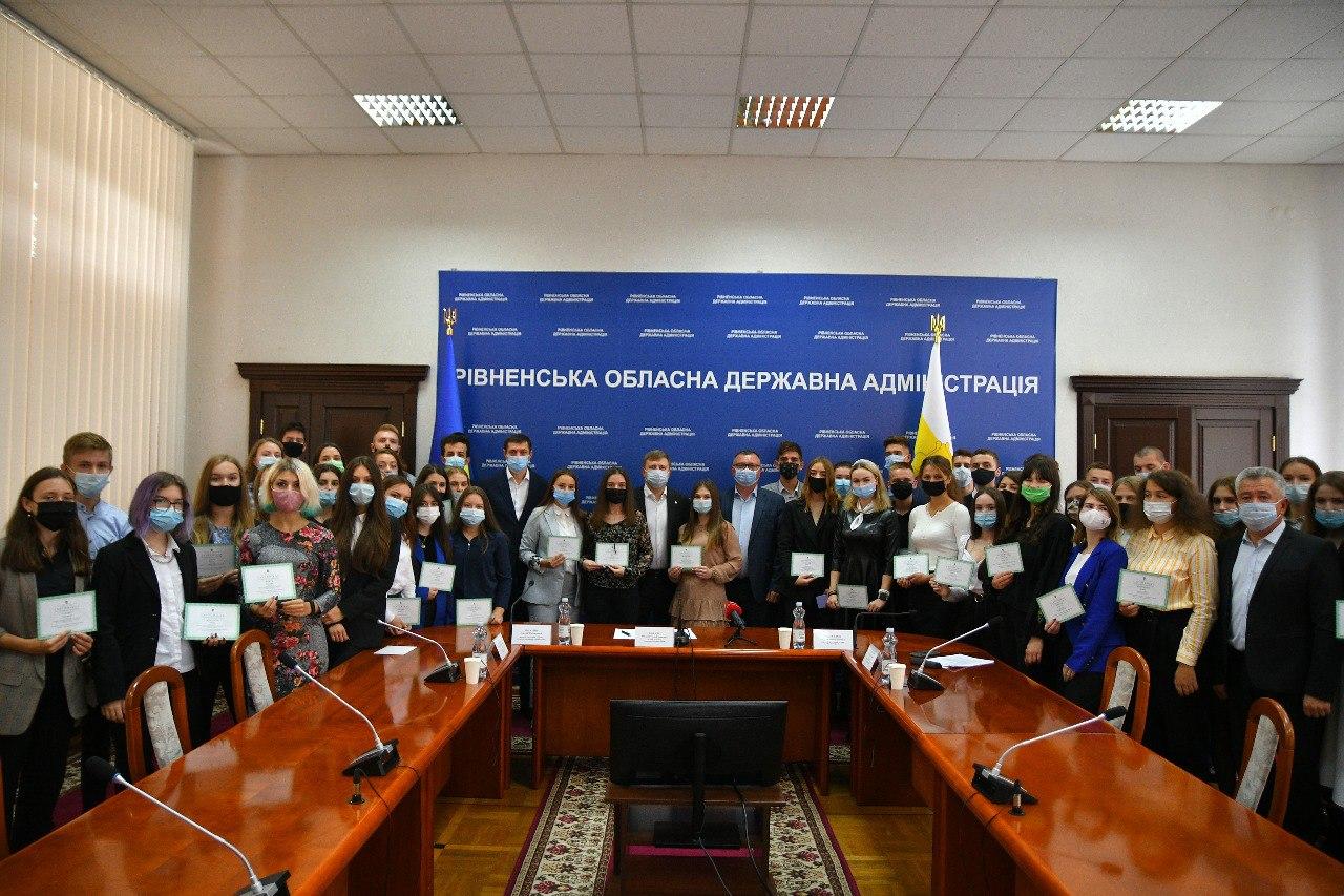 160 кращих учнів та студентів Рівненщини отримали премії